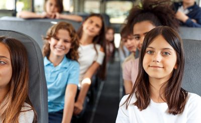 voyages-scolaires-séjours-linguistiques-angleterre-espagne-finistère-bretagne-transport-groupe-enfant