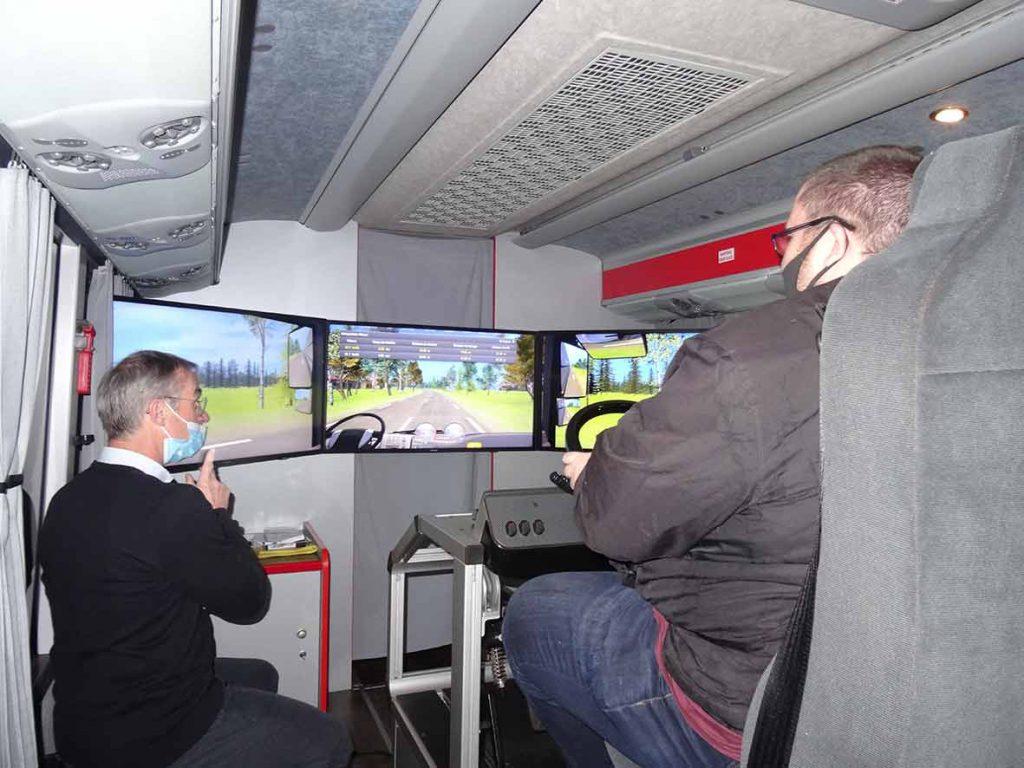 Le-Meur-bus-et-cars-formation-réunir-cassiopée-chauffeur-conducteur-autocar-rolland-bus-et-cars-finistère